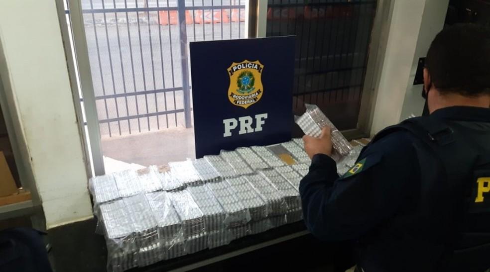 Mais de 60 mil comprimidos de anfetamina são apreendidos em caminhão na BR 242, oeste da Bahia — Foto: Divulgação/PRF