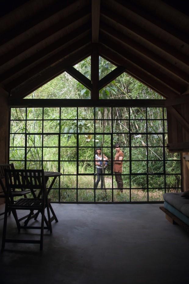 """Retiro. No período em que viveram em Inhotim, eles aprenderam muito sobre isolamento. """"O parque fechava às 16h30 e era difícil sair depois de uma certa hora"""", conta Peèle (Foto: Mayra Azzi / Editora Globo)"""