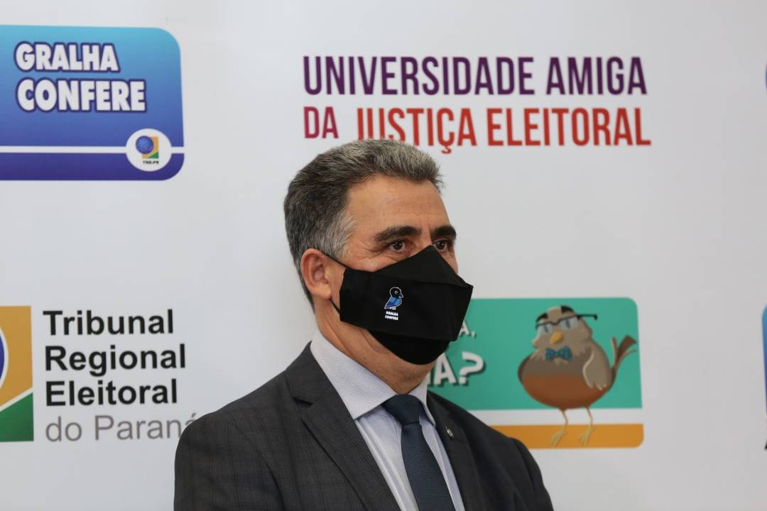 O presidente do Tribunal Regional Eleitoral do Paraná (TRE-PR), desembargador Tito Campos de Paula, neste domingo (15)