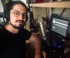 Gabriel Leone mostra estúdio criado em sua casa | Divulgação