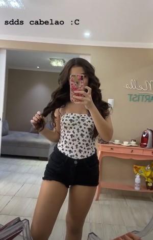 Mel Maia prova mega hair para sua festa de 15 anos (Foto: Reprodução Instagram)