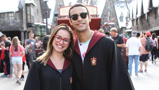 Sérgio Malheiros e Laryssa Ayres mostram universo de Harry Potter no Universal Orlando Resort