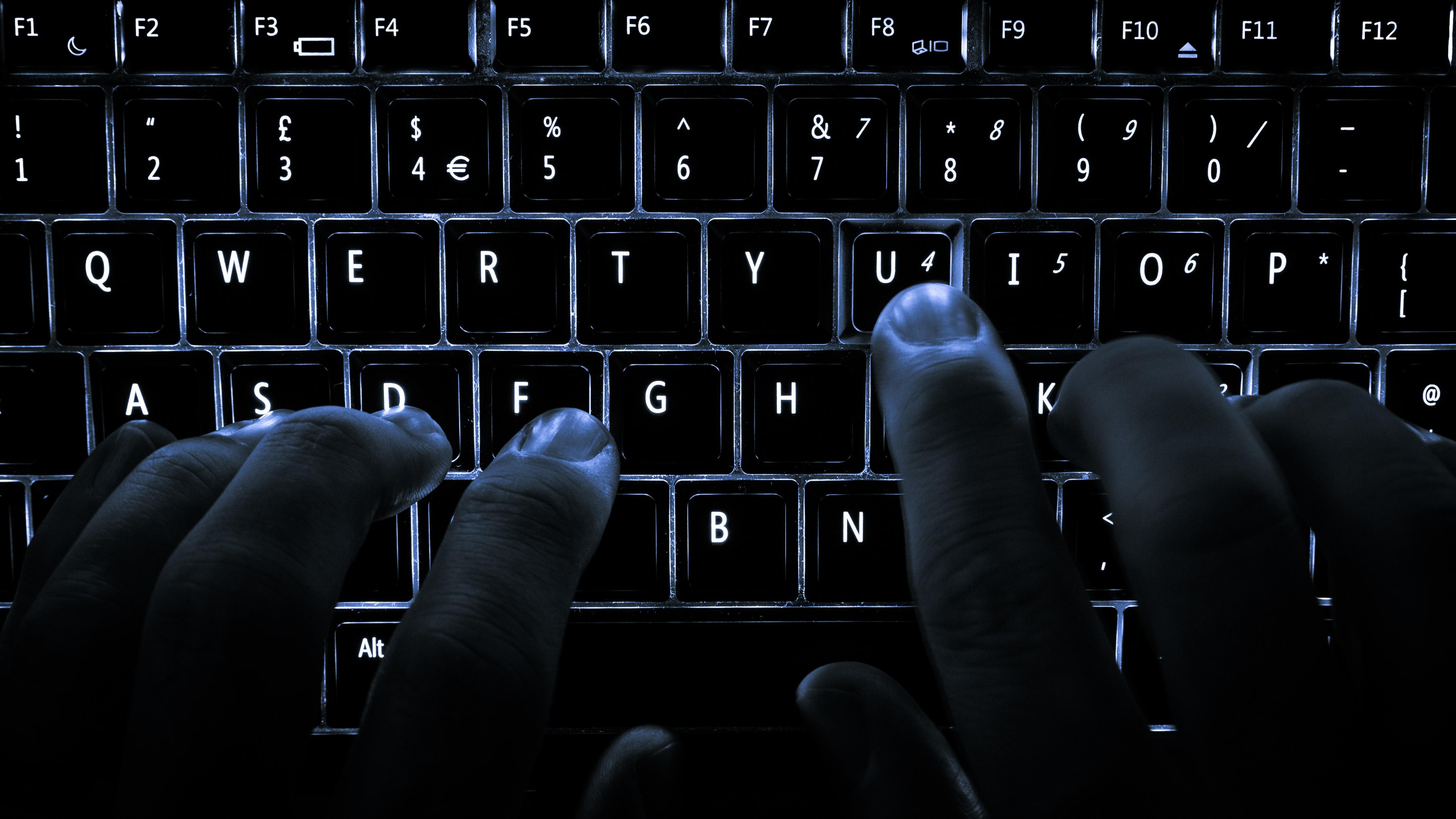 O seu teclado abriga muito mais bactérias do que você imagina (Foto: Wikimedia/Colin )