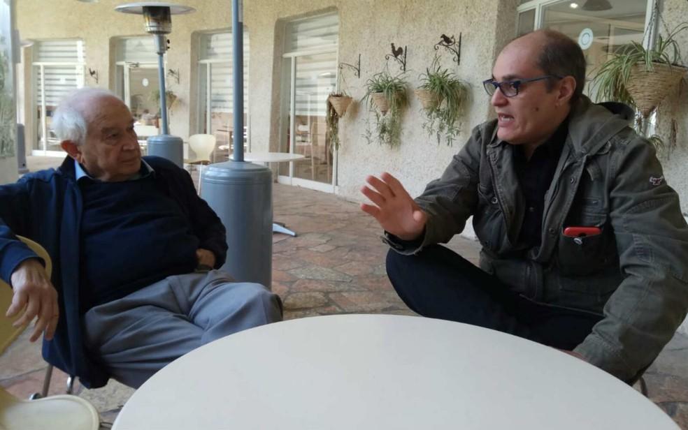 Renato Malcher (direita) ao lado de Raphael Mechoulan, descobridor do THC e do canabidiol, em encontro em Israel (Foto: Iris Teitelbaum/Divulgação)