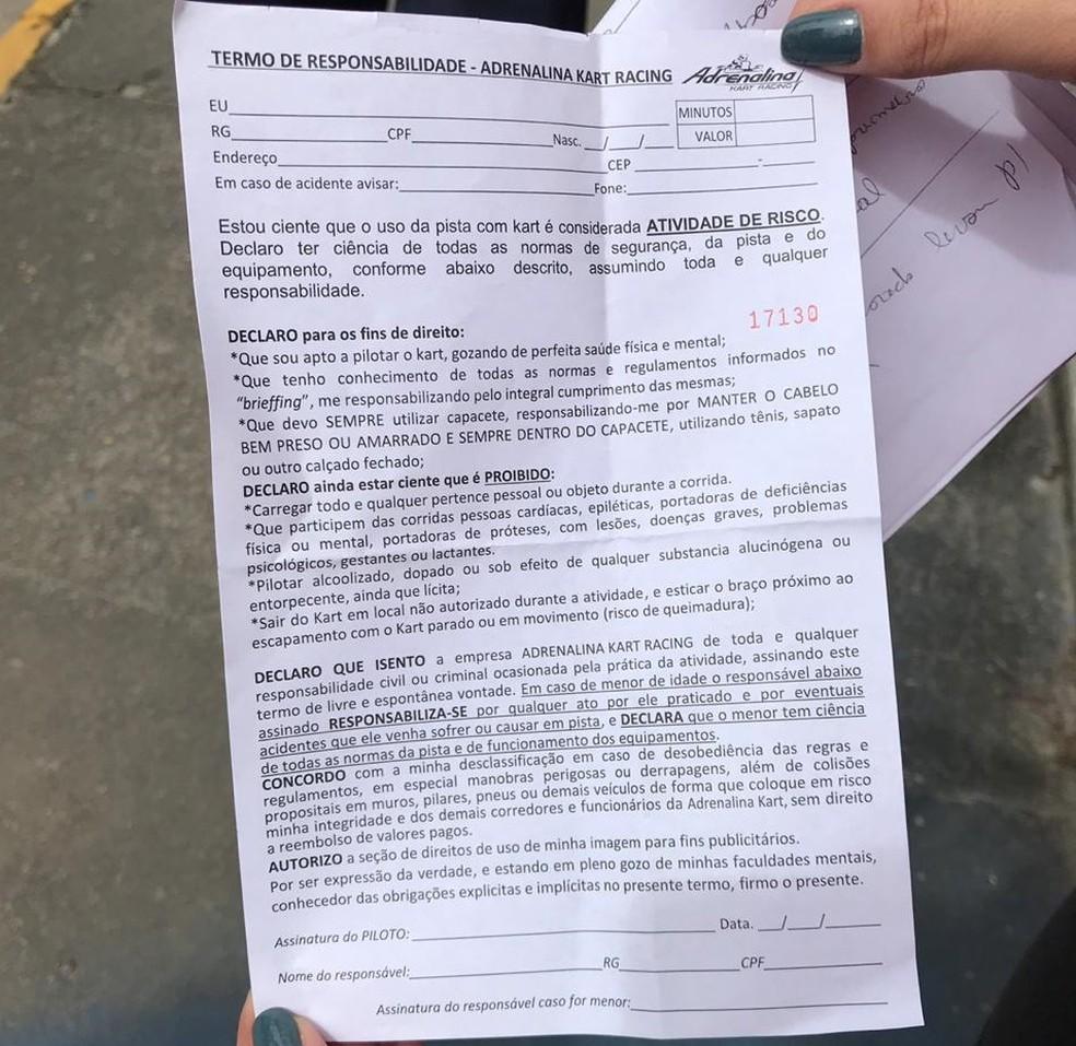 Advogado do kartódromo apresentou termo de responsabilidade que é assinador por participantes da atividade — Foto: Isabela Veríssimo/G1