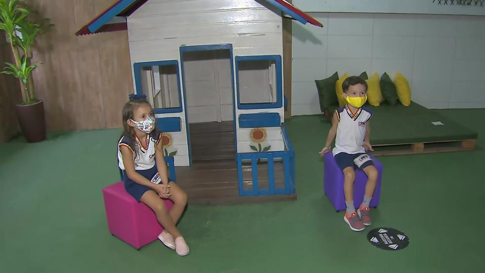 Crianças voltam às aulas presenciais em escola no bairro do Parnamirim, na Zona Norte do Recife — Foto: Reprodução/TV Globo
