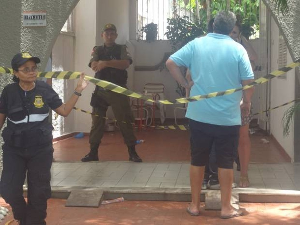 Crime ocorreu no bairro de Nazaré, centro de Belém. Advogados, pai e filho foram mortos a tiros. — Foto: Priscylla Gester/TV Liberal