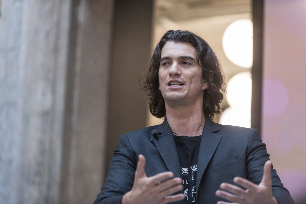 SHANGHAI, CHINA - APRIL 12:  Adam Neumann, co-founder and chief executive officer of WeWork, speaks during a signing ceremony at WeWork Weihai Road flagship on April 12, 2018 in Shanghai, China. World's leading co-working space company WeWork will acquire (Foto: VCG via Getty Images)