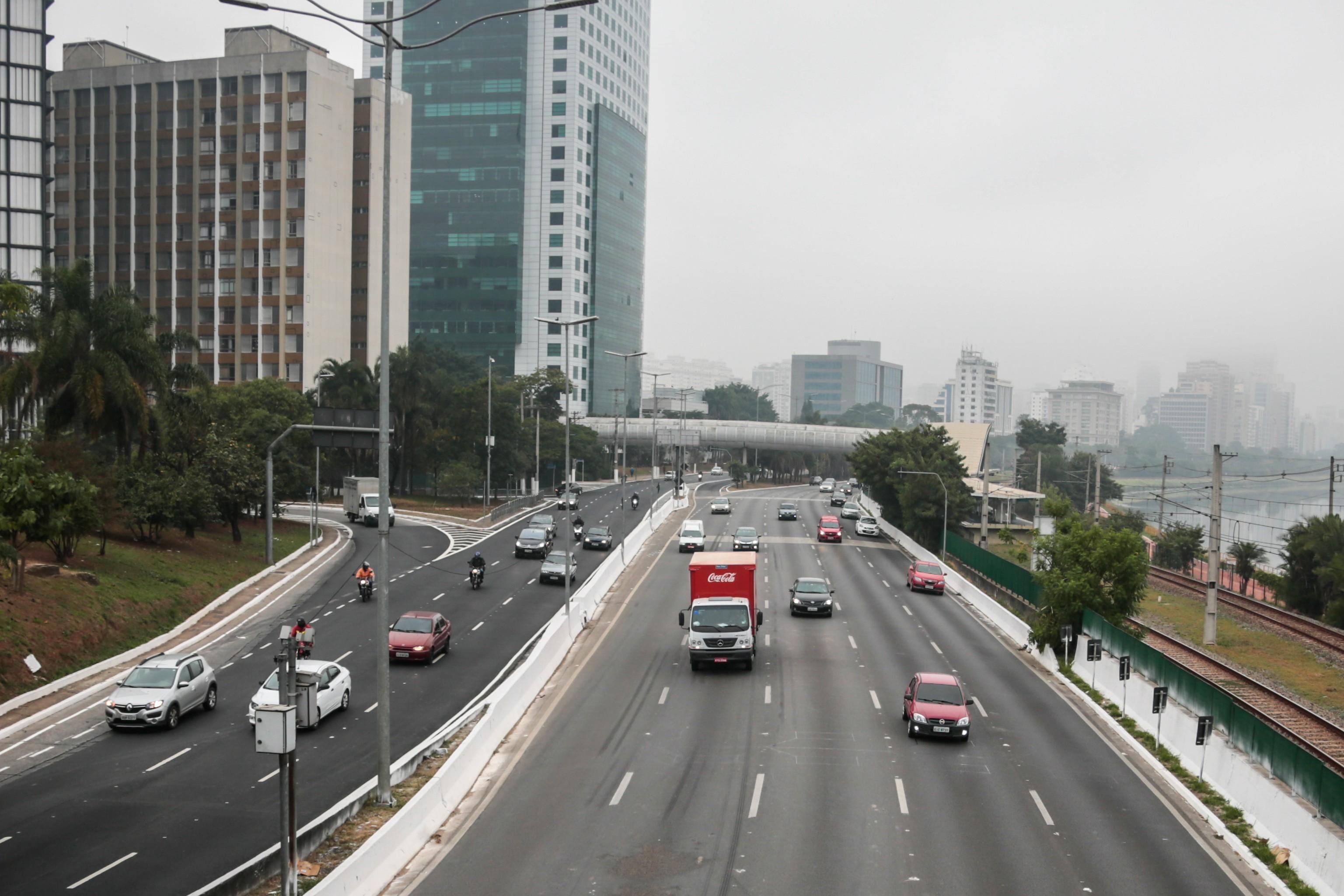 SP registra 3 km de trânsito após retomada do rodízio tradicional na cidade
