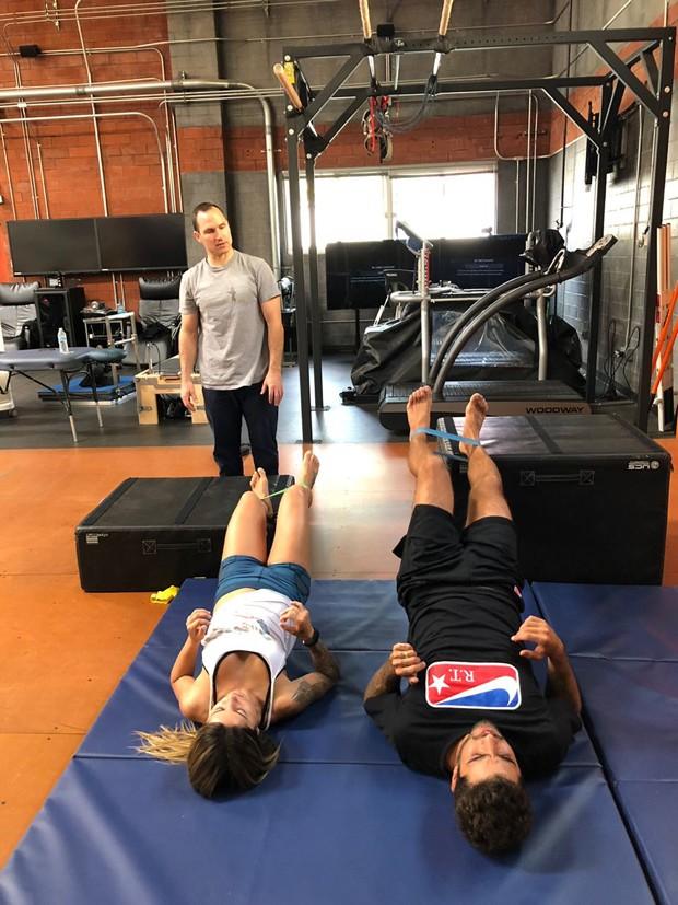 Letícia Bufoni e Pedro Scooby treinando com Tyler Jewells  (Foto: Divulgação)