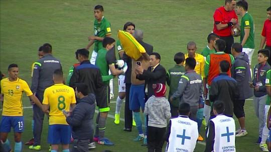 Neymar reconhece desempenho de goleiro boliviano e pede para trocar camisa