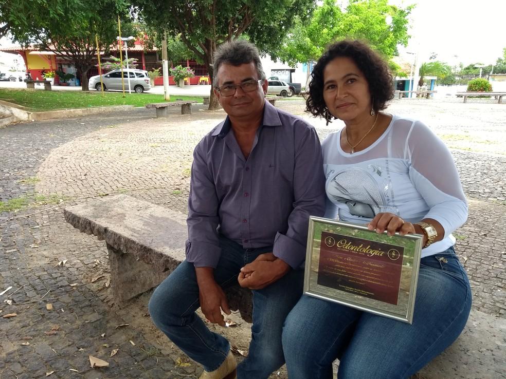 Pais de Douglas pedem justiça em Ji-Paraná (Foto: Pâmela Fernandes/G1)