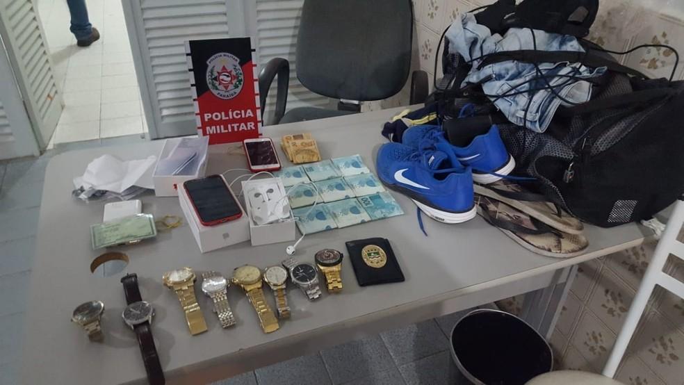 Objetos roubados do vereador Silvânio Barbosa foram apreendidos com suspeito de matá-lo, na Paraíba (Foto: Tenente Sávio Cascudo/Divulgação)
