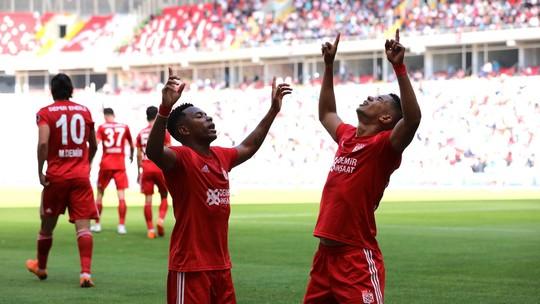 daeb44e7f8 Brasileiro faz os primeiros gols na temporada em vitória do Sivasspor