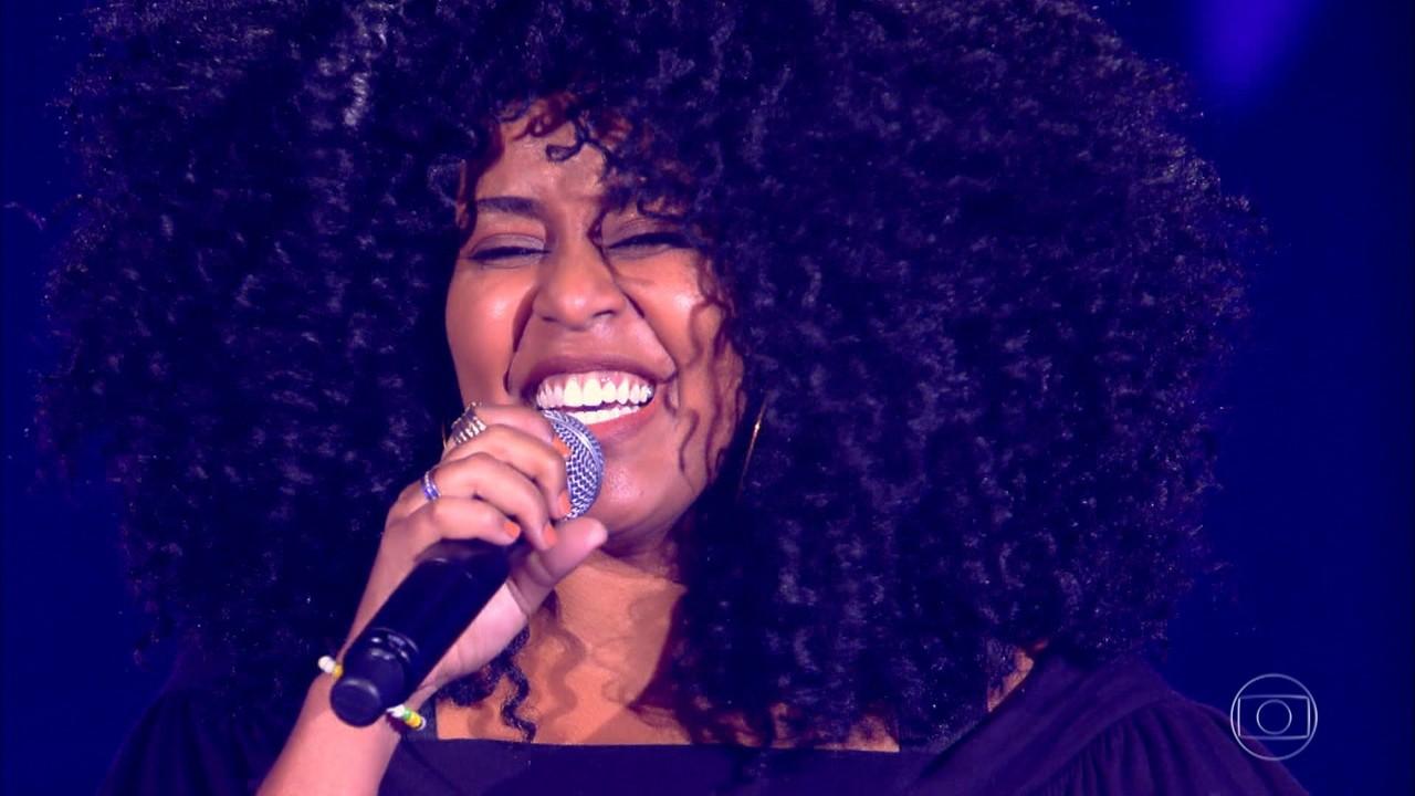 Aline Souza canta 'A Loba'