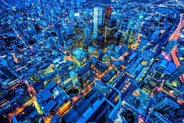 Toronto, no Canadá; país pontua bem quando se consideram facilidade para fazer negócios e regras burocráticas (Foto: Getty Images via BBC News Brasil)