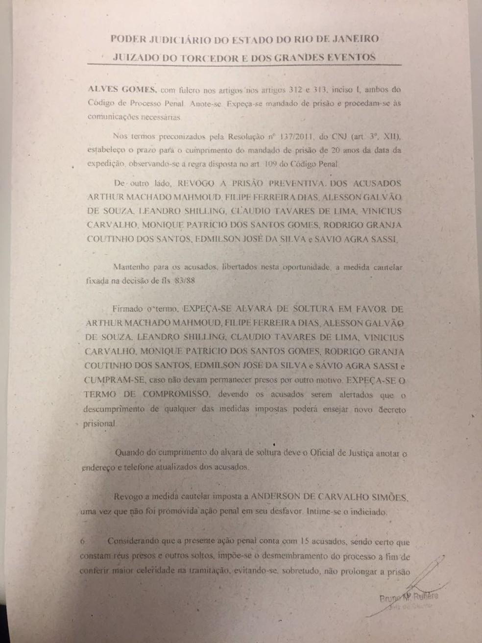 Parte da decisão que determinou a soltura de alguns dos investigados (Foto: Reprodução)