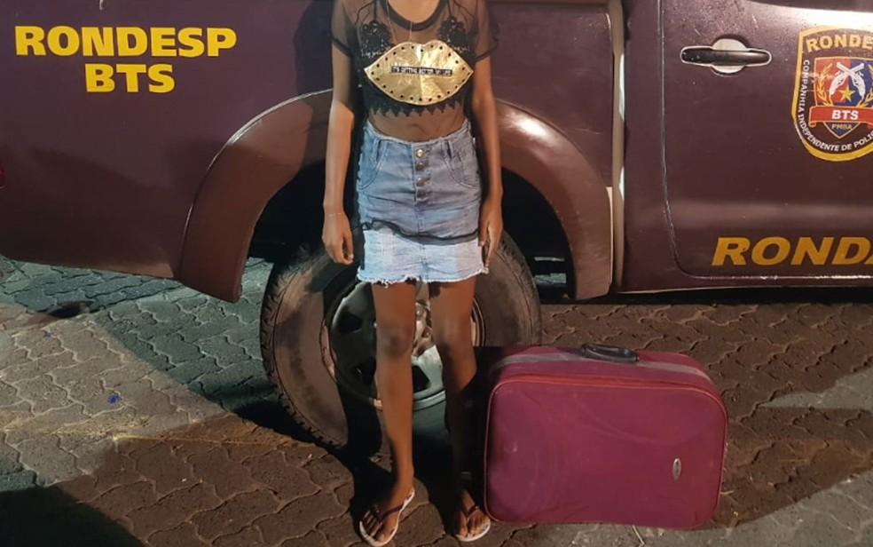 Jovem de 19 anos foi presa em Salvador tentando levar maconha para a Ilha de Itaparica por meio do transporte ferry boat — Foto: Divulgação/SSP-BA