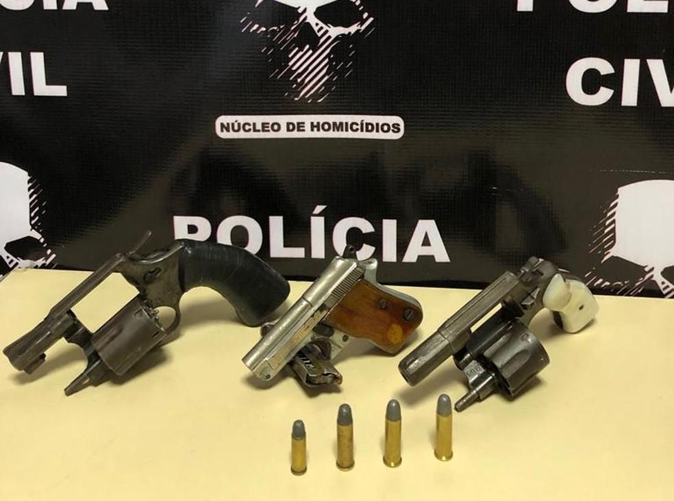 Suspeito da morte de vendedor ambulante em Sobral é preso. Três armas de fogo são encontradas durante a ação. — Foto: Divulgação/Polícia Civil