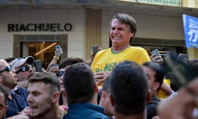 Bolsonaro leva uma facada durante ato de campanha em Juiz de Fora 07/09/2018