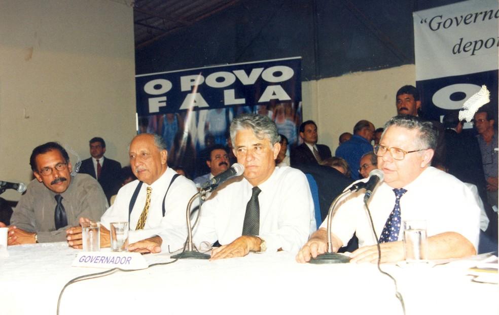 Imagem de arquivo mostra Joaquim Roriz (centro) em anúncio na UnB (Foto: Cedoc UnB)