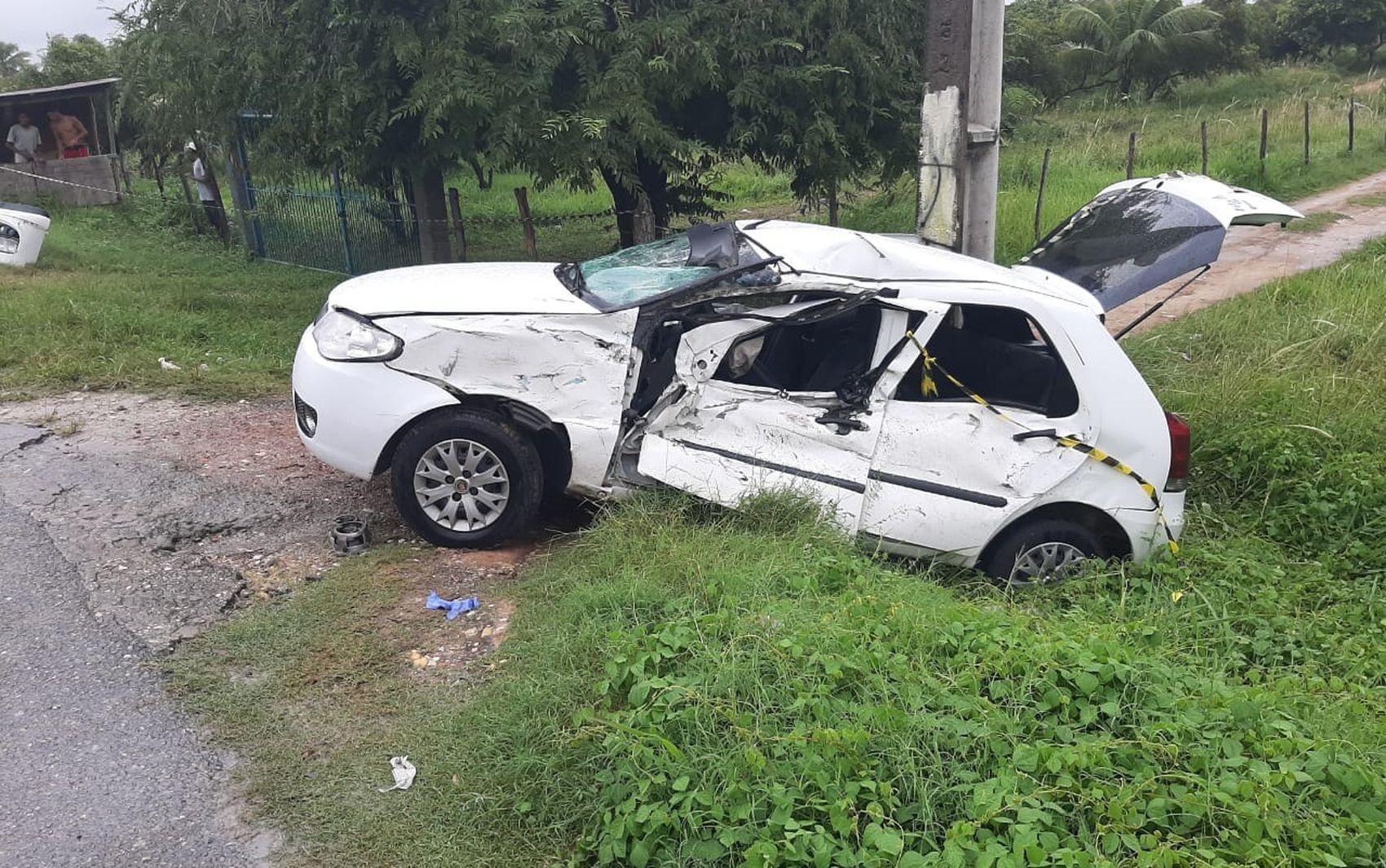 Acidente entre veículo e caminhão deixa três pessoas feridas na Barra dos Coqueiros - Notícias - Plantão Diário