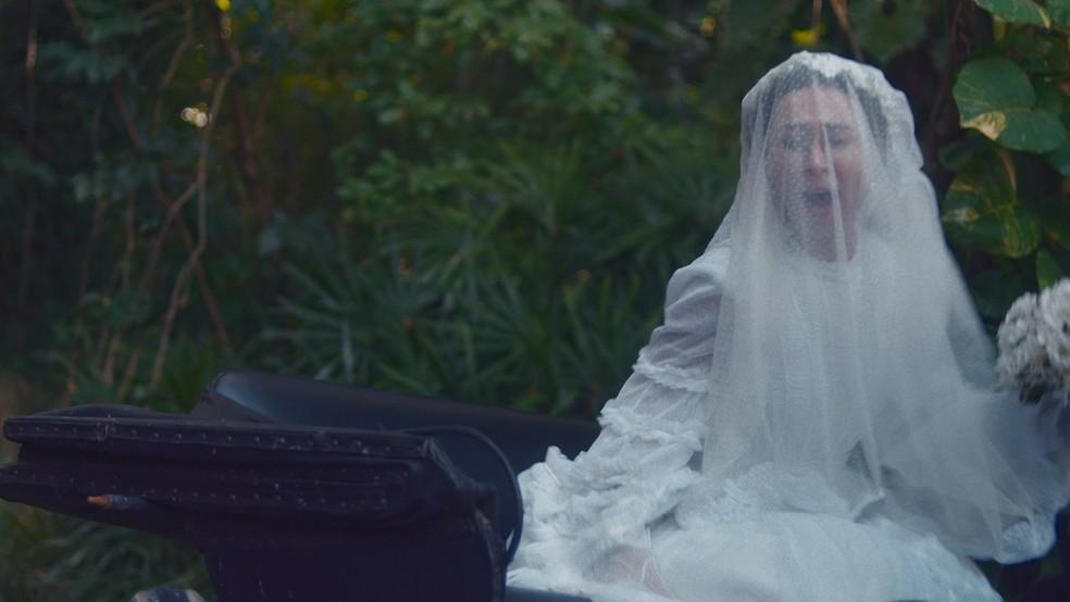 Dolores (Daphne Bozaski) será sequestrada a caminho do altar em 'Nos Tempos do Imperador' — Foto: Globo