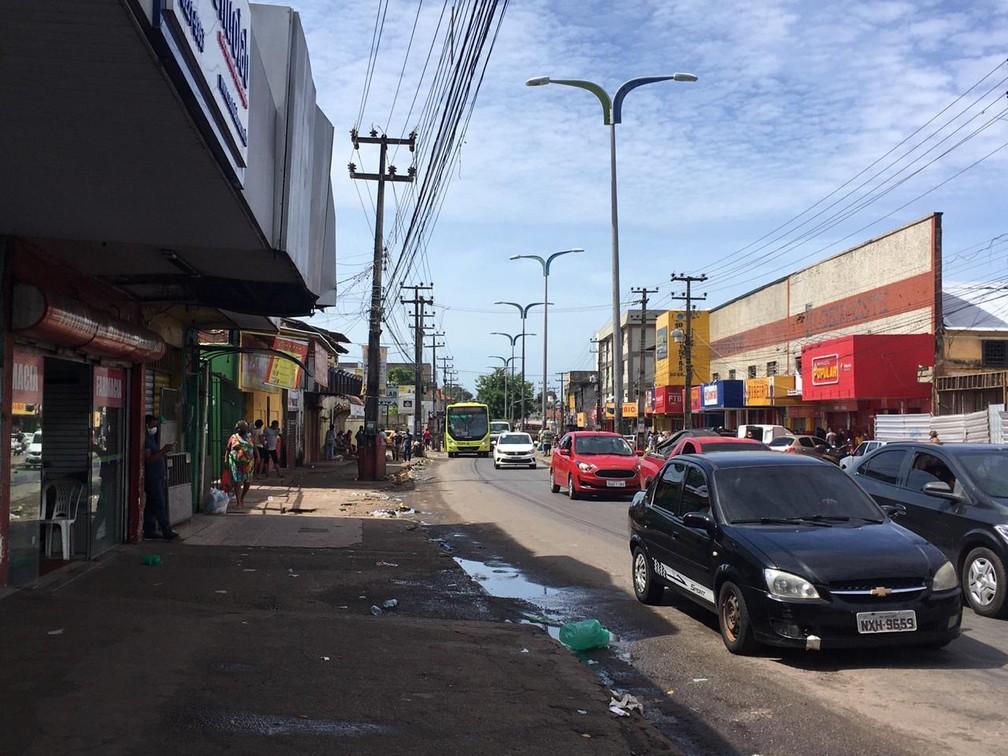 SÃO LUÍS (MA) - Alta movimentação de veículos foi registrada nesta quinta-feira (7) no bairro João Paulo, no terceiro dia de 'lockdown'. — Foto: Rafaelle Fróes/G1 MA
