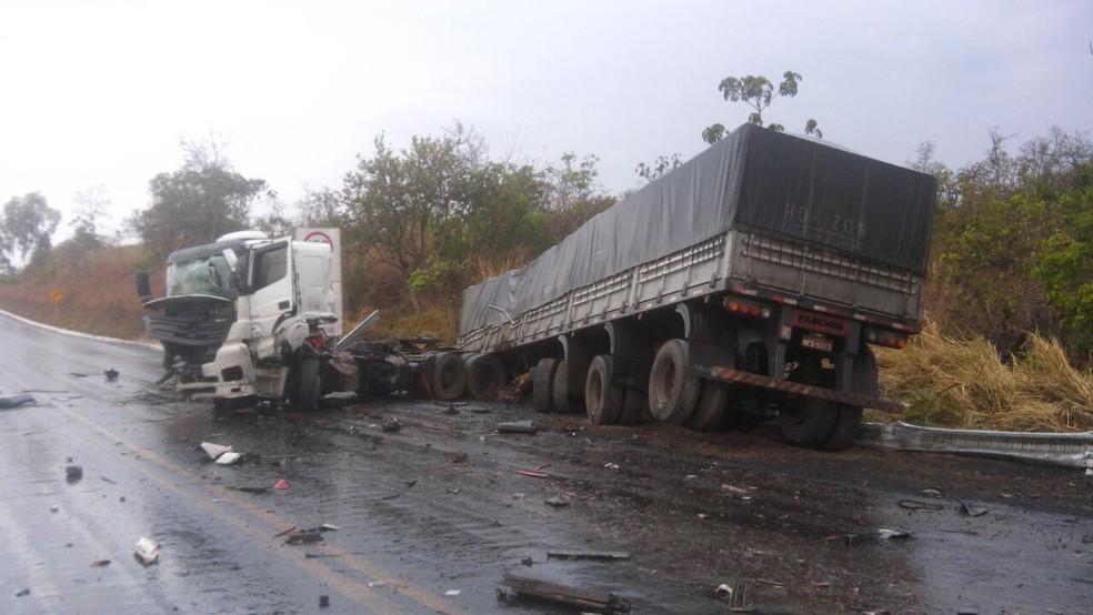 Acidente ocorreu na manhã deste sábado (30) (Foto: Polícia Militar Rodoviária/Divulgação)