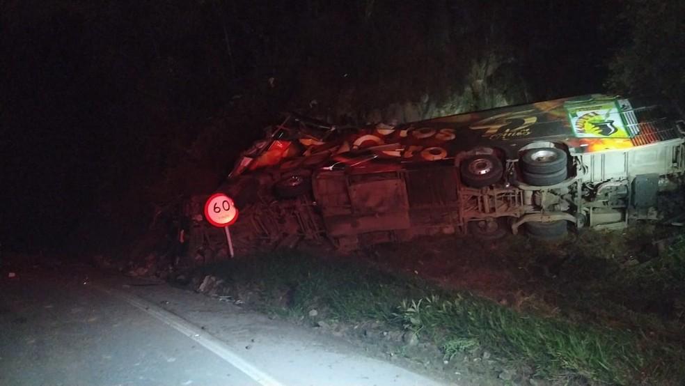 ônibus tinha placas de Criciúma, no Sul catarinense — Foto: PRF/Divulgação