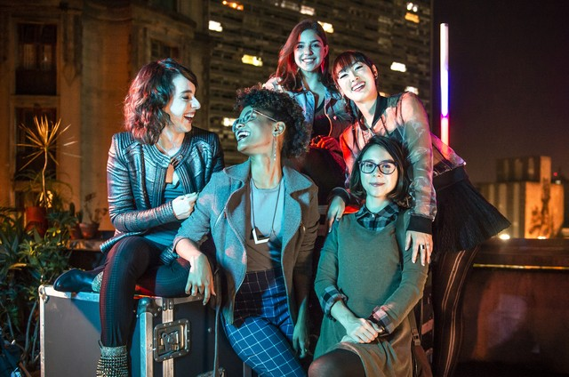 Gabriela Medvedovski, Ana Hikari, Manoela Aliperti, Heslaine Vieira e Daphne Bozaski em 'As five' (Foto: Fábio Rocha/Globo)