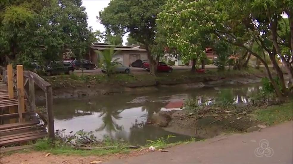 Em Macapá, áreas de riscos ficam próximas a canais  (Foto: Rede Amazônica/Reprodução)