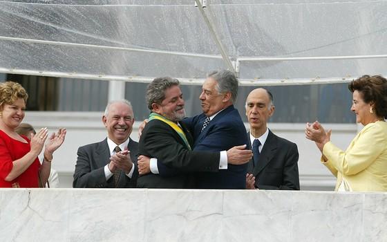 FHC transmite a faixa presidencial para Lula em 2003, na inauguração do primeiro mandato do petista. Depois da transição civilizada, o ensaio de um pacto social-democrata se frustrou (Foto: FERNANDO MAIA/FOTODIGITAL)
