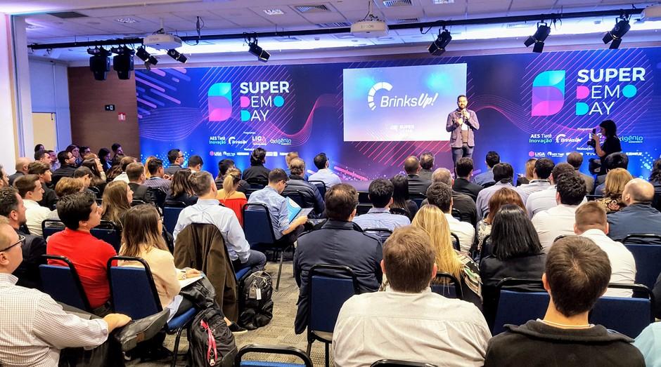 Startups se apresentam durante Super Demo Day, da Liga Ventures (Foto: Eduardo Kenji Misawa)