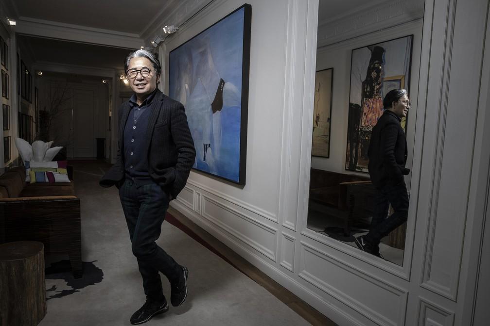 O estilista japonês Kenzo Takada durante sessão de fotos em Paris, em 9 de janeiro de 2019 — Foto: Joel Saget/AFP/Arquivo