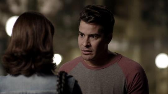 Teaser: Júlio procura Cíntia e leva um fora da ex