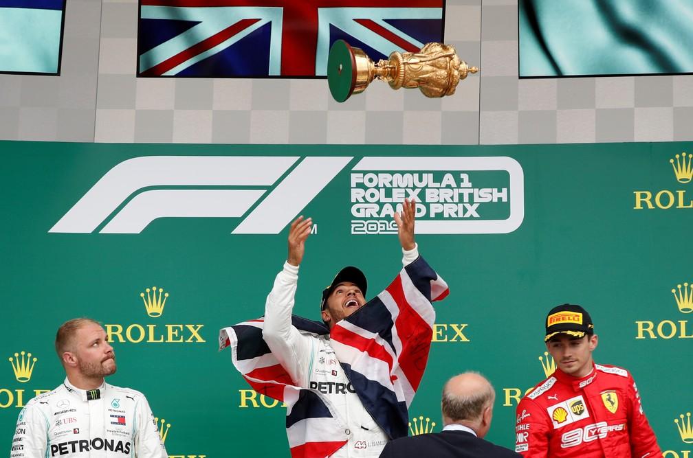 Bottas, Hamilton e Leclerc no pódio em Silverstone — Foto: Reuters