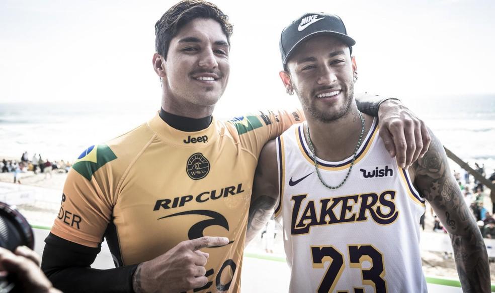 Gabriel Medina recebeu apoio de Neymar — Foto: WSL / DAMIEN POULLENOT
