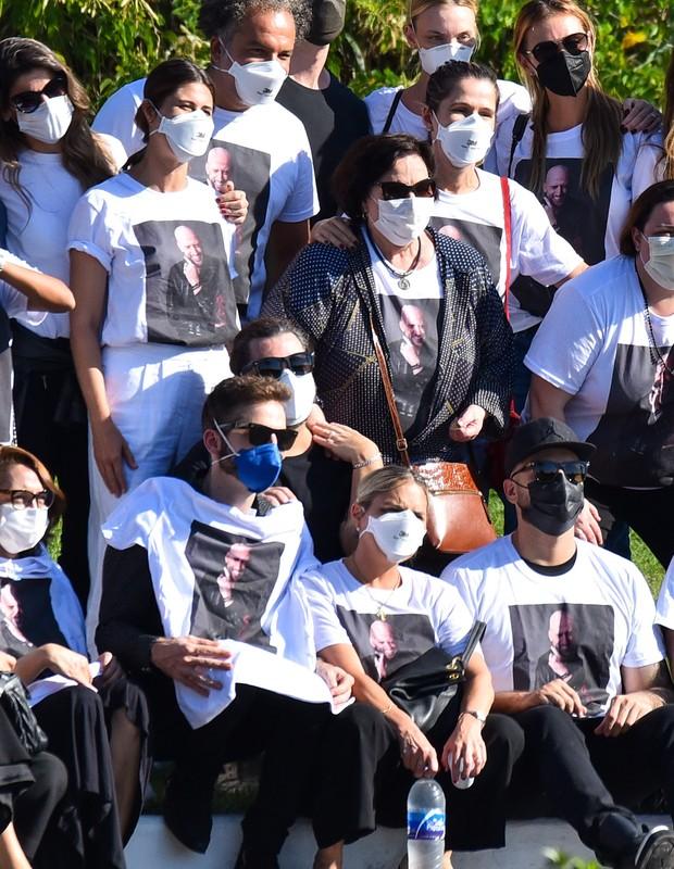 Amigos e familiares em velório de Paulo Gustavo (Foto: Marcelo Sá Barreto/AgNews)