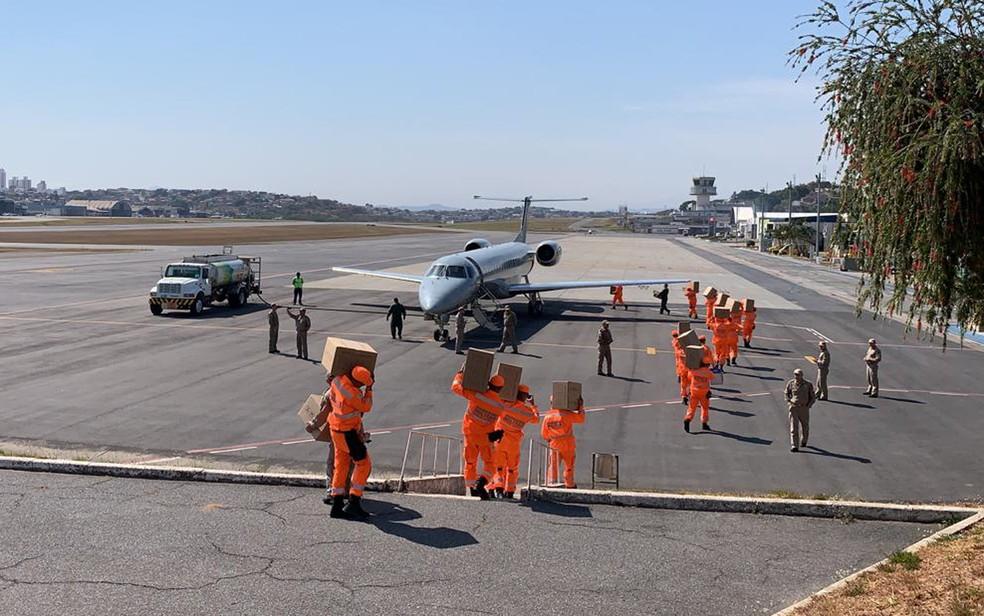 Equipe do Corpo de Bombeiros de Minas embarca para combater incêndios no Sudoeste do Pará, na Amazônia — Foto: Herbert Cabral/TV Globo