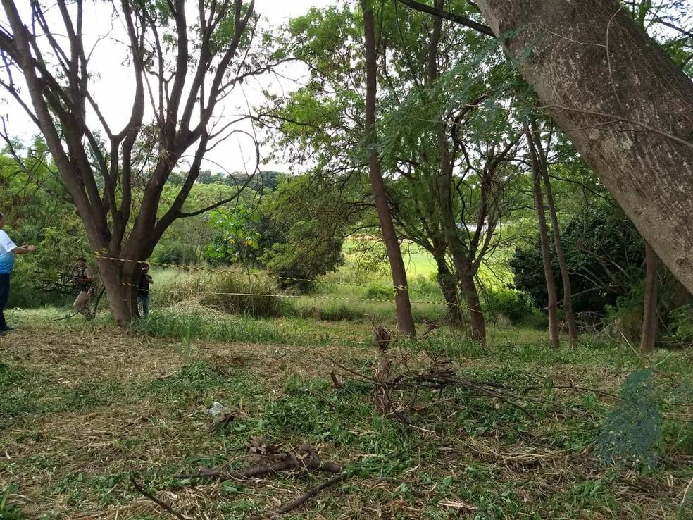 -  Local foi isolado para trabalho da perícia  Foto: Valéria Almeida/G1
