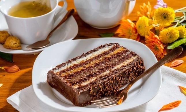 A fatia de bolo de casamento da Louzieh