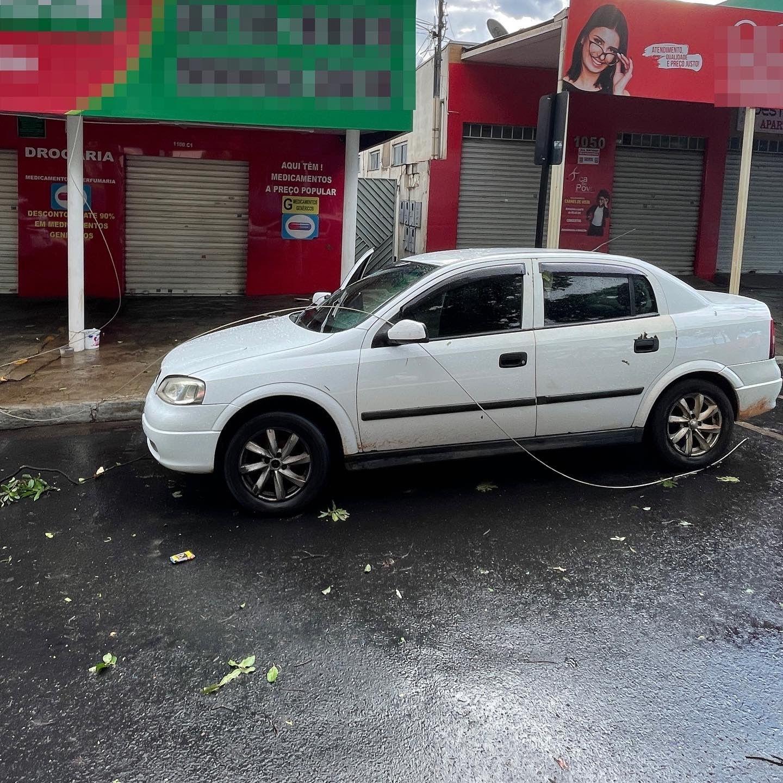 VÍDEOS E FOTOS: Chuva em Uberlândia neste domingo tem granizo e alagamentos de ruas e avenidas
