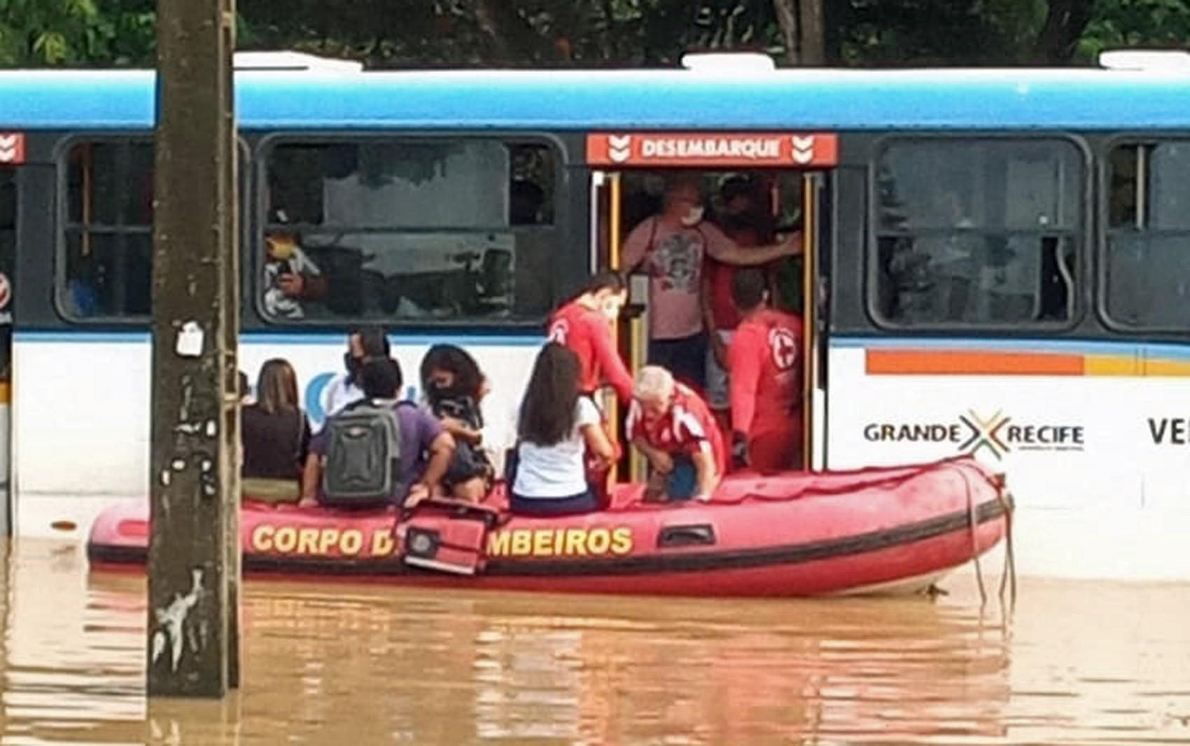 Quatro dias de chuvas no Grande Recife e na Zona da Mata deixam 270 desalojados em 11 cidades
