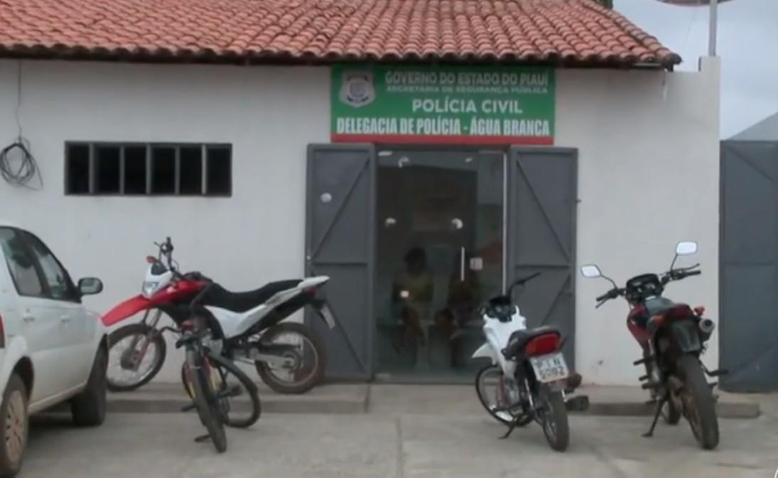 Dupla é presa após tentativa de latrocínio contra vendedor de dindin em Água Branca
