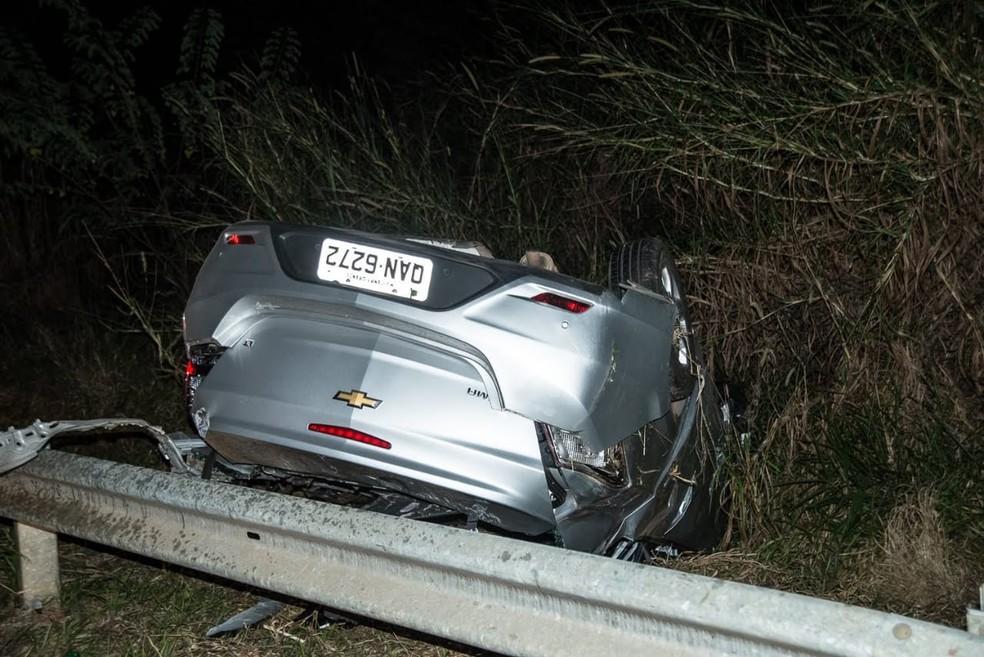 73885821b8 Cadete da AFA de Pirassununga morre após bater carro na traseira de caminhão  na SP-