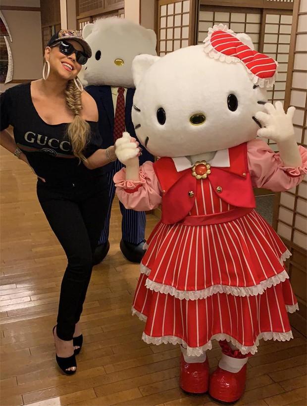 Mariah Carey com os persnagens Hello Kitty e Daniel na Universal Studios Japan (Foto: Reprodução/Instagram)