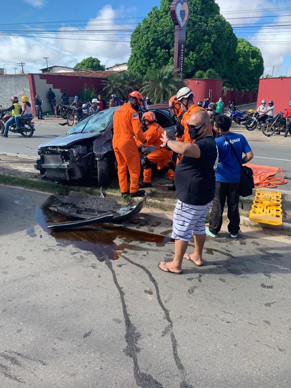 Cinco pessoas ficaram feridas em um acidente envolvendo três veículos na MA-201 — Foto: Divulgação