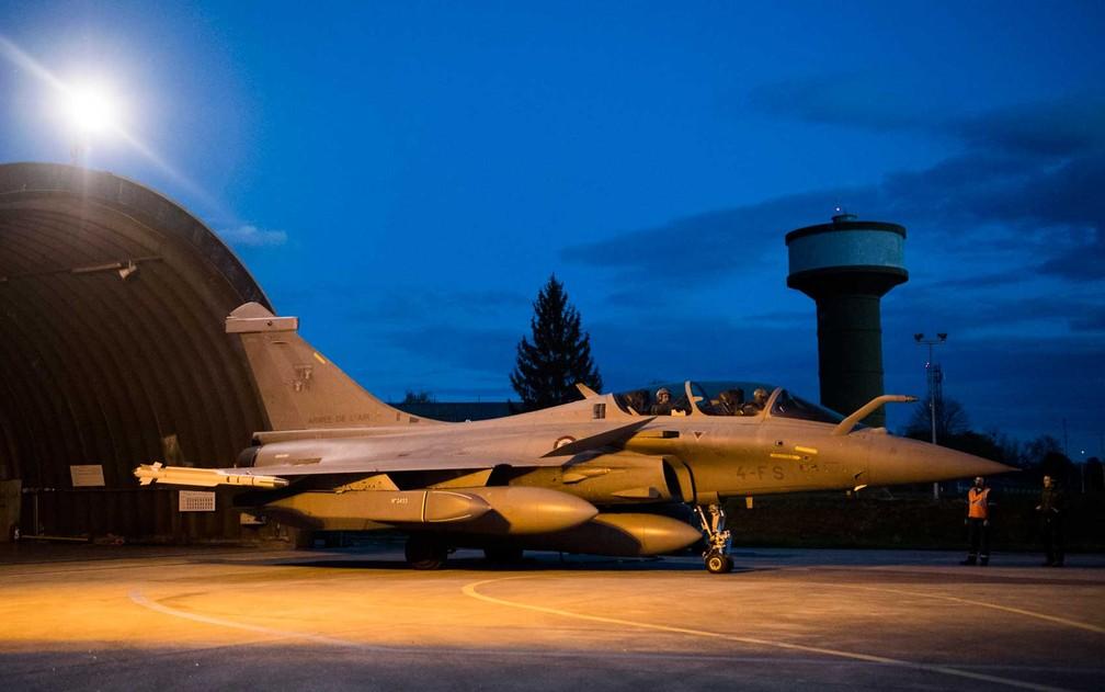 Avião de guerra Rafale na base militar aérea de Saint-Dizier, no leste da França (Foto: ECPAD / via AFP Photo)