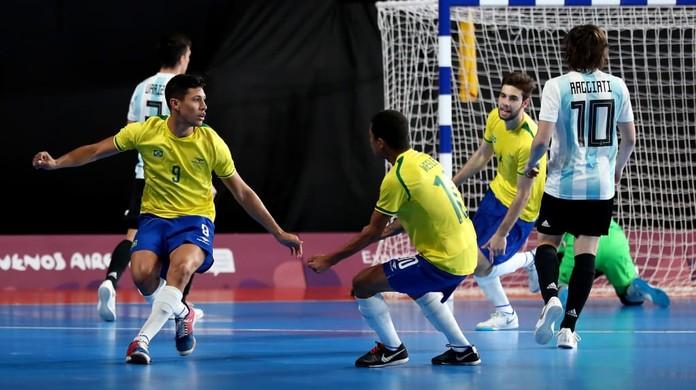 Com apoio de Marta e Brasil favorito 0db9c6669d0c9